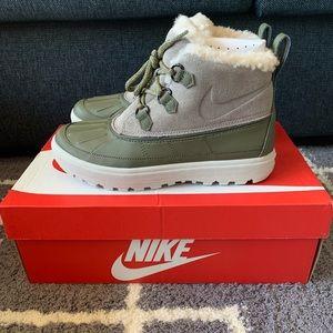 New w Box Nike Woodside Chukka 2 Sz 7